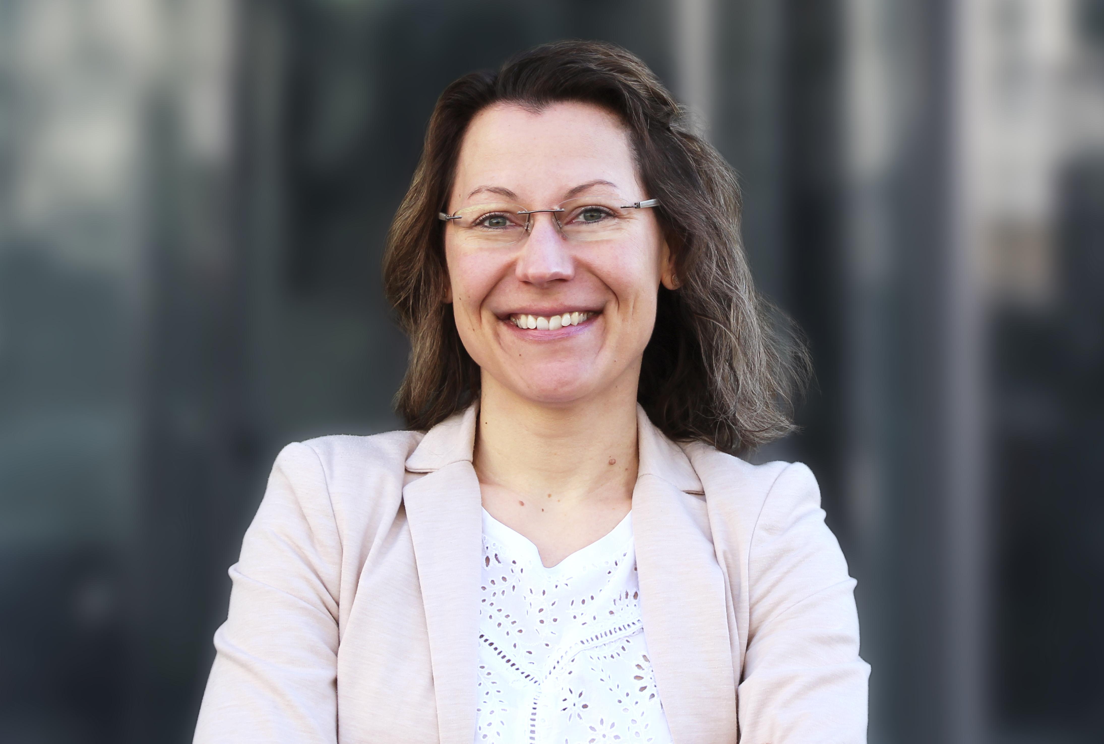 Die Diplom-Journalistin Michaela Steinhauser grüßt als neue PR-Chefin beim BVDA - Foto: BVDA